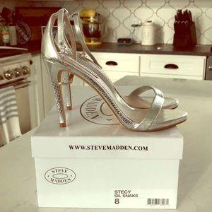 Steve Madden size 8 Silver sandal